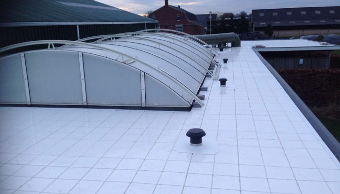 Plat dak zwembad isolatie