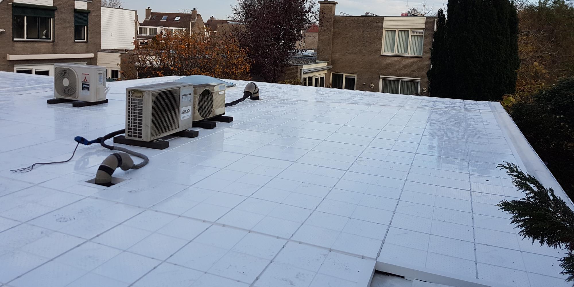 Bedrijven verduuzamen met wit dak element